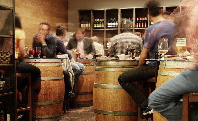 Ir al bar nos hace más creativos, concretamente un 15% más. Y lo sabemos gracias a la Ley Seca