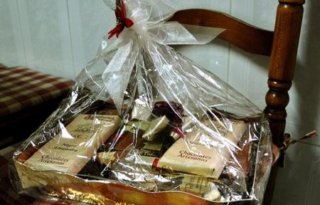 Torremolinos vuelve a repartir cestas de navidad a parados de larga duración y pensionistas