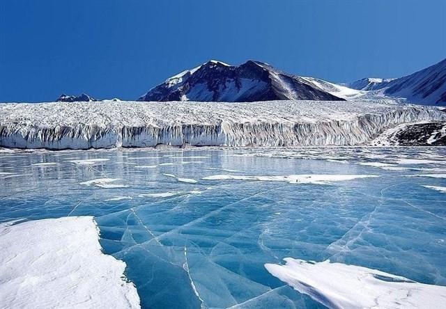 Bajo el hielo de la Antártida Occidental hay casi 100 volcanes