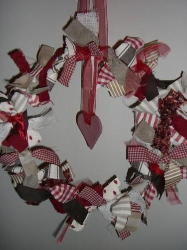 Recicladecoración navideña:  5 coronas fáciles