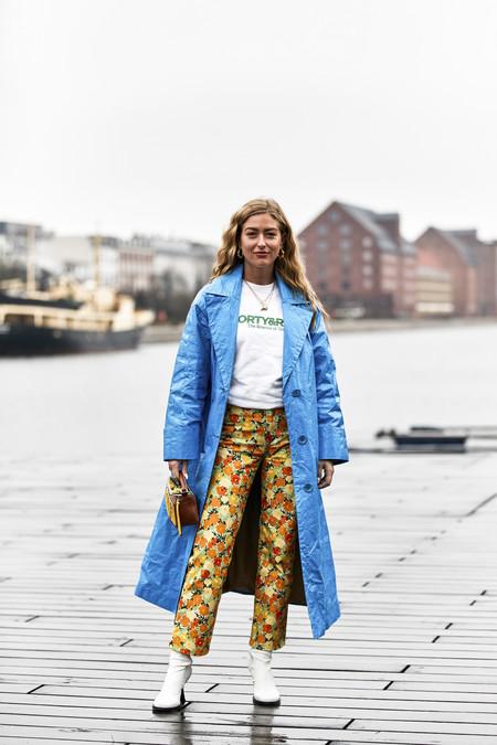 """El azul """"pitufo"""" es uno de los colores más llamativos que defiende el street style y estas 11 prendas de Asos (muchas de rebajas) nos ayudan a lucirlo"""