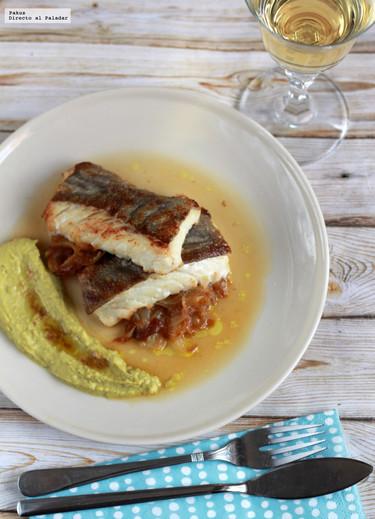 Receta para una cena ligera: bacalao con crema de guisantes frescos