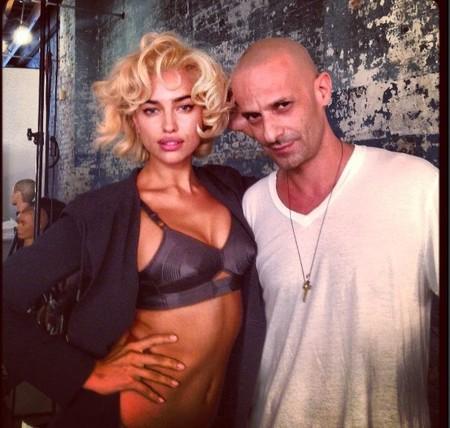 Sí, esa es Irina Shayk y lo que está intentando hacer es imitar a Marylin Monroe