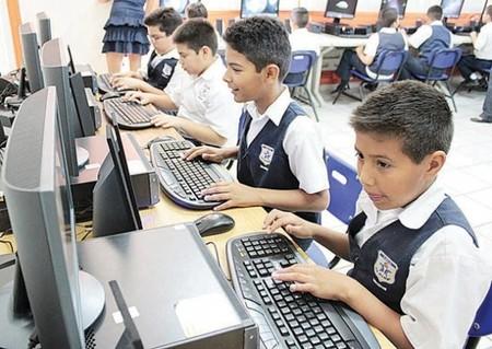 18% de escuelas públicas con computadoras tiene acceso a internet en México