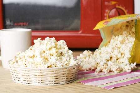 Estos son los riesgos de comer palomitas de microondas