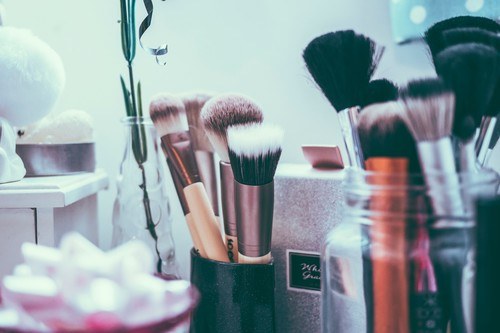 Cómo limpiar las brochas de maquillaje: consejos básicos a tener en cuenta
