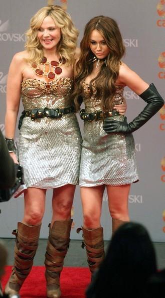 Foto de Miley Cyrus y Kim Cattrall en Sexo en Nueva York 2: looks de la pesadilla convertida en realidad (7/9)