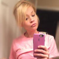 Una cantante estadounidense defiende la belleza de las madres con una foto de su cuerpo tras tener 4 hijos