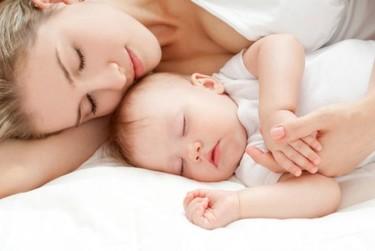 Colecho con el bebé: por qué dormir juntos es beneficioso