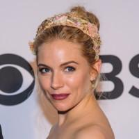 Sienna Miller y Scarlett Johansson conquistan la alfombra roja de los premios Tony
