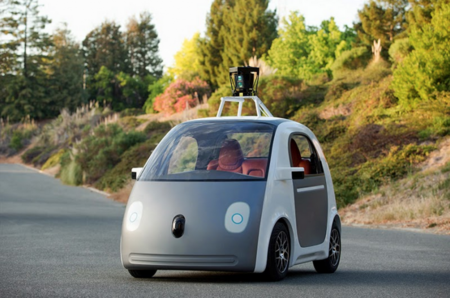 Google no quiere que sus coches autónomos sean vigilados tan de cerca pero sí probarlos en una California virtual