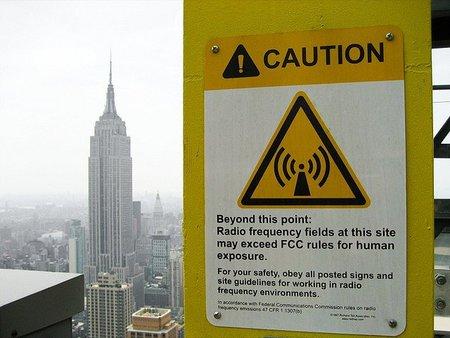 Aviso de peligro por radiación electromagnética