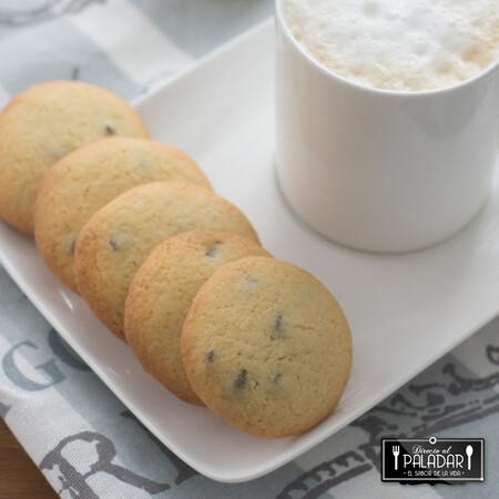 Galletas azucaradas con pepitas de chocolate, receta hiper rápida para acompañar el café
