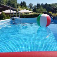 Seis piscinas desmontables rebajadas de ManoMano para instalar en tu jardín y no salir del agua en todo el verano