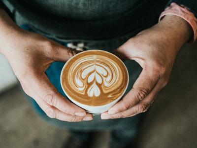 Cinco maridajes de café para sorprender con un picoteo del finde cafetero