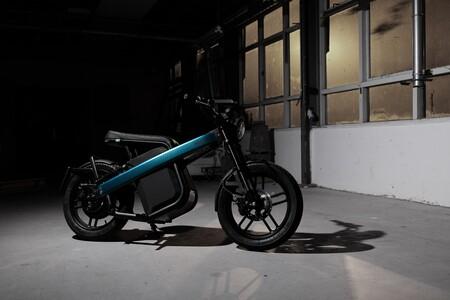 El ciclomotor eléctrico Brekr Model B con 2000 W de potencia y autonomía de 160 km llegará a toda Europa gracias a su último acuerdo