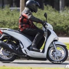 Foto 13 de 19 de la galería honda-scoopy-sh125i-2013-prueba-valoracion-galeria-y-ficha-tecnica-fotos-accion en Motorpasion Moto