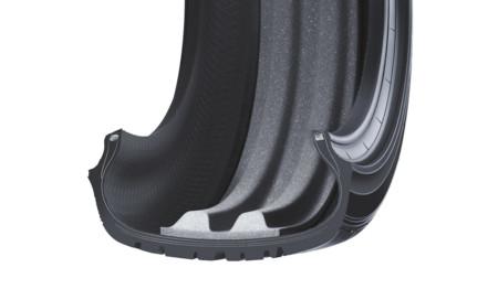 Pantalla anti-ruidos para los neumáticos Falken. Y no, no está hecha con cartones de huevos