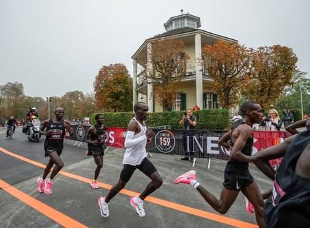 """El polémico """"caso Kipchoge"""" muestra que se puede correr un maratón en menos de dos horas, la duda si podremos repetirlo sin ayuda"""