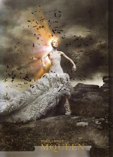 Alexander McQueen campaña Otoño-Invierno 2011/2012: Raquel Zimmermann como nueva reina