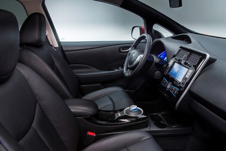 Nissan LEAF 2013 interior color negro