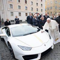 El Papa Francisco recibe un Lamborghini Huracán…y lo dona para ser subastado con fines benéficos