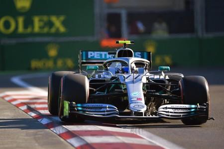 Mercedes aprovecha el regalo de Charles Leclerc para hacer un nuevo doblete en la clasificación de Bakú