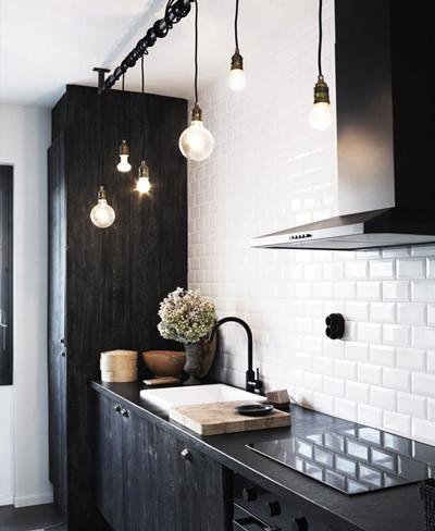 Iluminación con bombillas en la cocina
