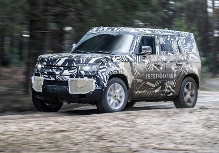 El futuro Land Rover Defender ya se pasea en vídeo por... ¡Nürburgring!