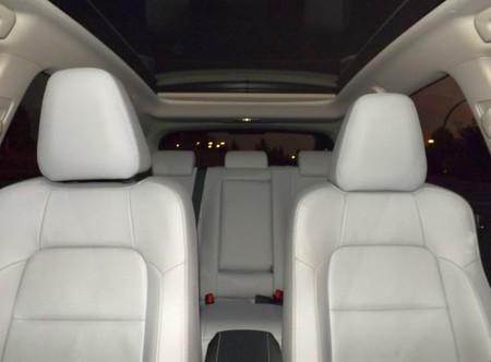 Toyota Auris Hybrid interior con techo abierto