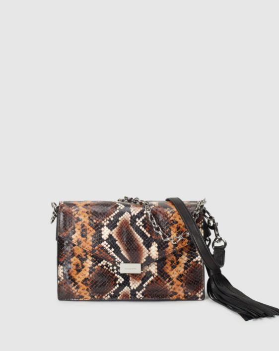 Bandolera pequeña de mujer AllSaints de piel grabada con print de serpiente en tonos marrones