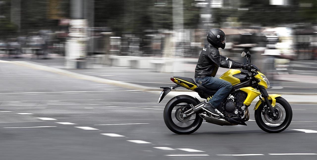 Foto de Kawasaki ER-6n 2012, divertida fácil y con estilo (18/77)