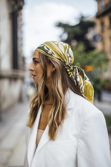 Los pañuelos en el pelo son una de las tendencias más vistas en el street style también de cara al otoño