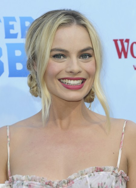 margot robbie critics choice awards alfombra roja