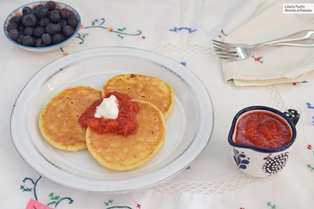 Tortitas De Queso Cottage Con Salsa De Frutos Rojos