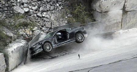 James Bond destroza otro Aston Martin DBS para su nueva película