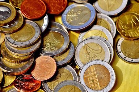 Hasta medio euro por minuto: la CNMC se propone acabar con el abuso de los 902