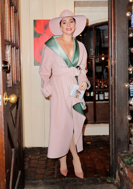 Lady Gaga En Total Look Rosa