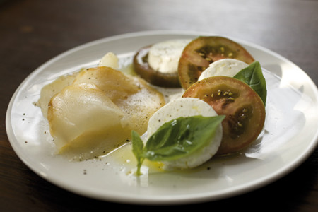 Aprovecha los beneficios del tomate para cuidarte después de fiestas: propuestas muy saludables