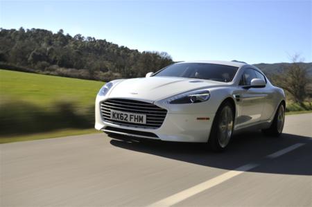 Aston Martin quiere entrar a la ola de los eléctricos y puede hacerlo con el RapidE
