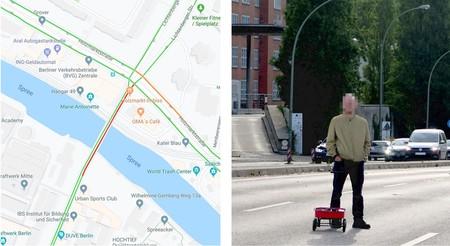 Un artista engaña a Google Maps y crea un atasco virtual con 99 móviles y una carretilla... en una calle desierta
