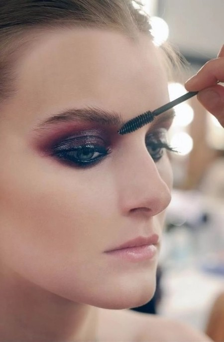 maquillaje ojos burdeos