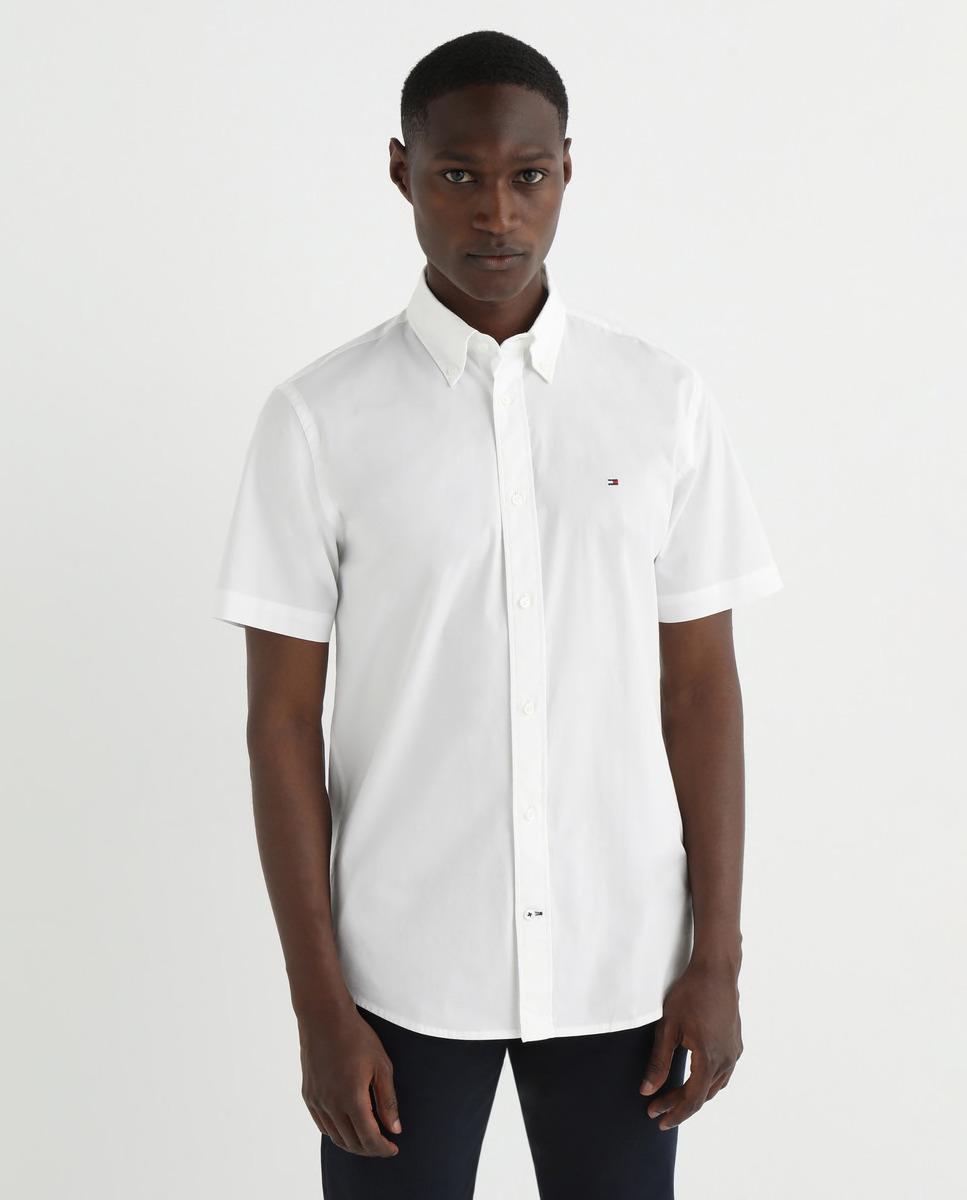 Camisa de hombre regular en popelín liso de manga corta blanca