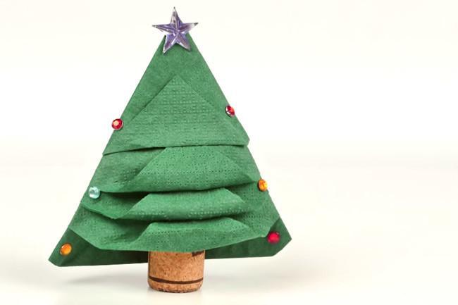 C mo doblar servilletas con forma de rbol de navidad - Doblar servilletas para navidad ...