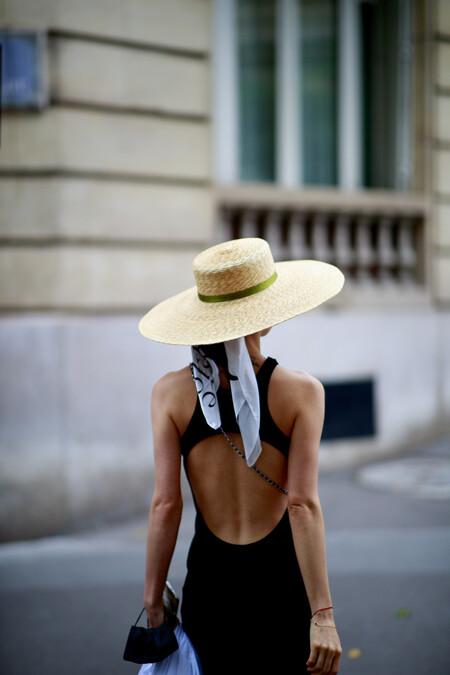 Los escotes en la espalda vuelven a crear furor en el street style y las chicas de moda nos lo demuestran (con mucho estilo)