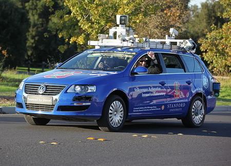 Conducción autónoma y seguridad: más allá del placer (o no) de que te lleve el coche