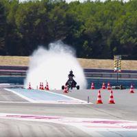 ¡Alucina! Mira como este trike impulsado por agua acelera de 0 a 100 km/h en 0,55 segundos