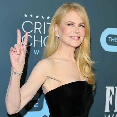 Nicole Kidman da una lección de estilo de negro en los Critics' Choice 2020