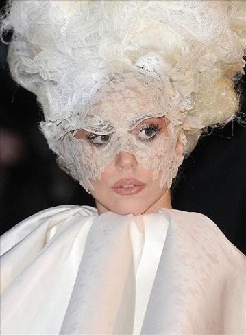 Lady Gaga comparte corazón... ¡con el espíritu de su tía!