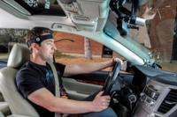 El control por voz te puede distraer conduciendo tanto como usar el teléfono móvil